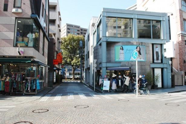 アニメでも街の雰囲気がほぼそのまま描かれている(横浜元町ショッピングストリート)
