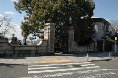 3月から12月までの雨天を除く毎週土・日・祝日のみ公開している「横浜外国人墓地」。維持管理の募金に協力すると入苑できる