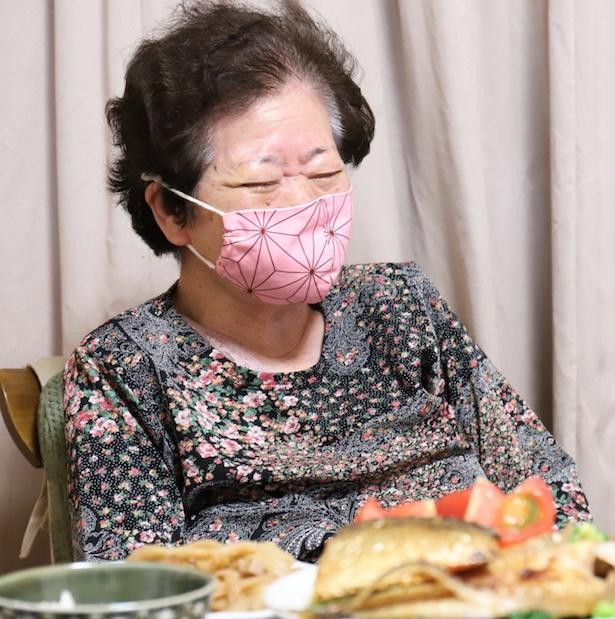 なんだかんだ言いつつも誕生日がうれしいのか、珍しく笑顔があふれるおばあ