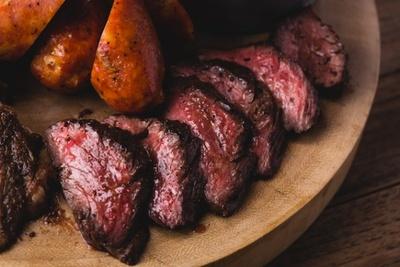 米国全土でわずかしか取ることができない最高級の牛肉を使用した「USプライムビーフハンガーステーキ」