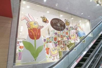 スポンジ・ボブのコミカルでかわいい雰囲気に彩られた新宿ミロード店
