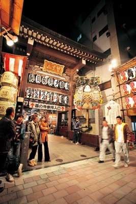 鷲神社と長國寺が並び、神様と仏様両方のご利益がもらえるのも浅草酉の市の魅力