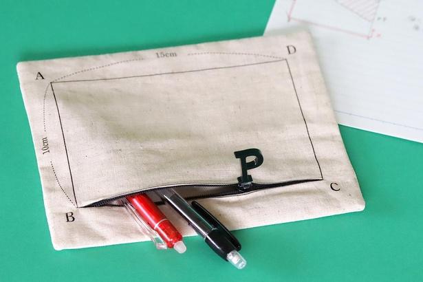 「動く点Pポーチ」。数学の授業でおなじみの「点P」が動くポーチ。テスト勉強にも役立つ⁉