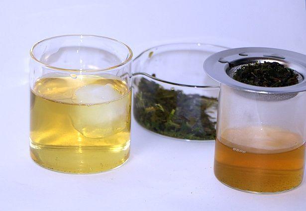 自分だけのお茶作りを体験し、氷を入れて飲んでみた