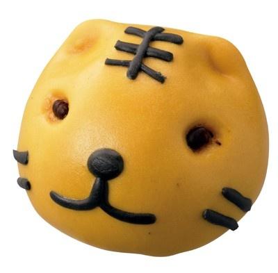 「かわいすぎる!」と評判になった井村屋の「くまさんの肉まん」に続き、来年の干支にちなんで今度はトラの顔をした「寅まん」(160円)が登場!