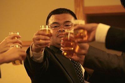 「あなたに乾杯しよう…戸惑いを飲み干してまたひとつ酔えばいい」という歌詞が心に響く