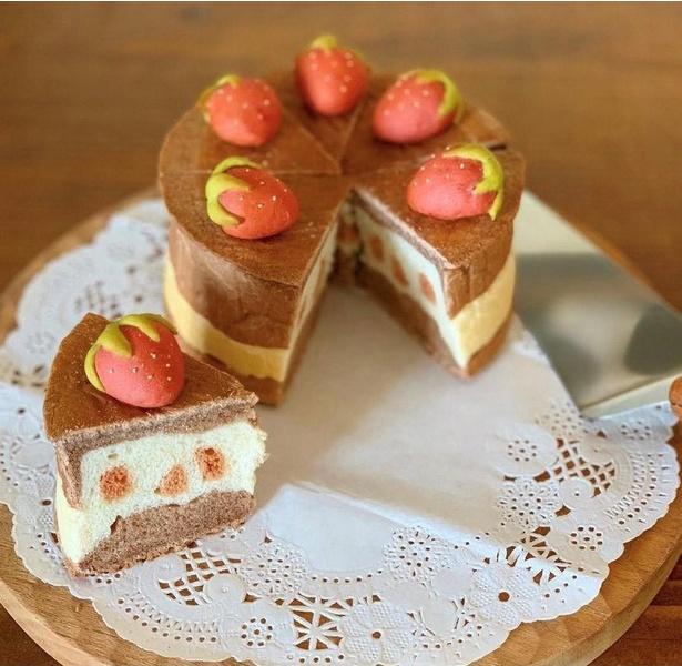 ホールケーキのイラストパン。中まで忠実に再現されている