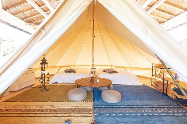 宿泊はテントで。照明やエアコンを完備していて快適/南紀串本リゾート大島