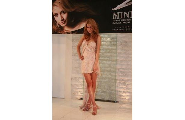 人気モデルでもあるマリエさんはポーズもばっちり決まってます!