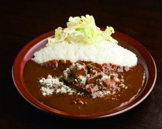 woof curryの店内。鎌倉は、実力派カレー店が多く集うエリアだ
