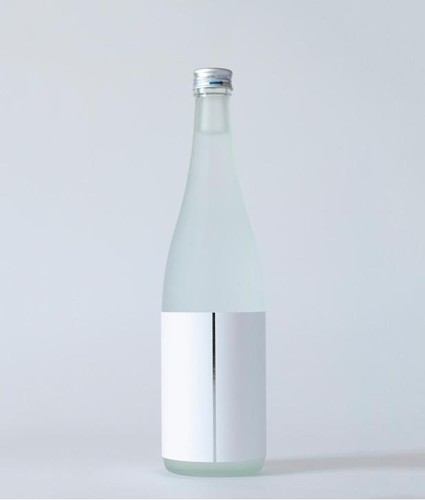 「割」。「日本酒のキレ味をイメージした、日本刀で斬られたようなラベルデザインです」