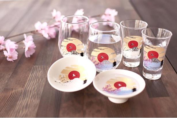 17度以下の飲み物を注ぐと桜や富士山が浮かび上がる「冷感富士山」シリーズ