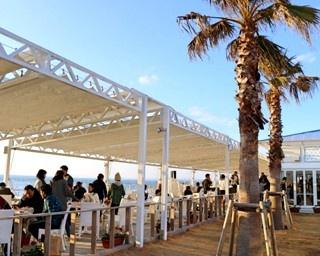 海と夕日が望める100mの絶景テラスレストラン/クラフトサーカス