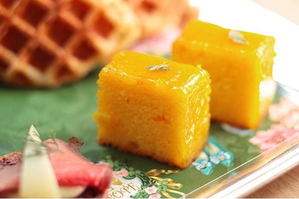 サフラン風味のレモンウィークエンド タイム飾り。柑橘系の甘味と香りは紅茶とも相性抜群だ