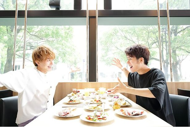 「どれから食べよう~」とうれしそうな2人