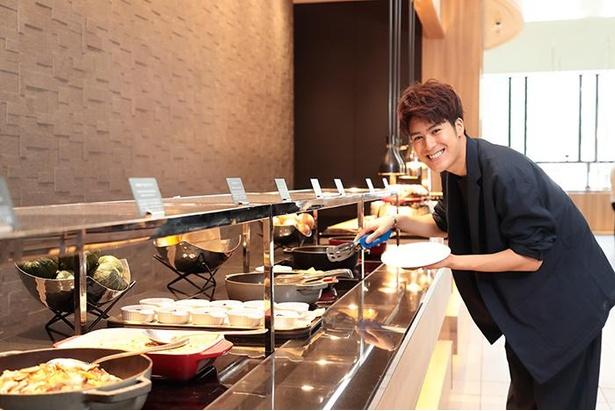 「料理を取る時は、専用のカバーをつけてね」(平松さん)