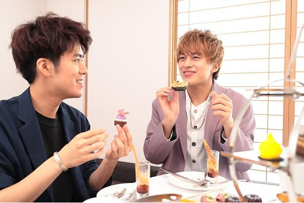 プティパリブレストをパクッ!小林さんはあまりのおいしさに「食べたところから復活してほしい!」と大興奮