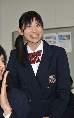 岡村の女子高生姿をチェック!