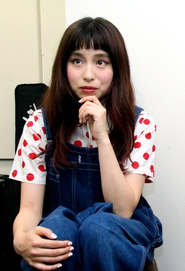 【写真を見る】トミタ栞、黒幕に毒を吐く!?