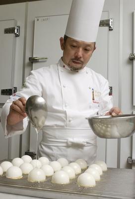 10/31(金)17:00〜19:30(最終入場19:00)に、限定60人でこの日のみ味わえる松島製菓料理長のスペシャルブッフェが登場