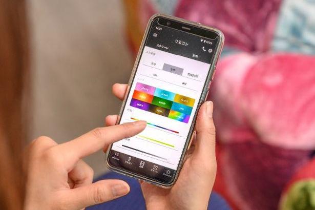 客室専用スマートフォンはプロジェクターや照明なども操作できる