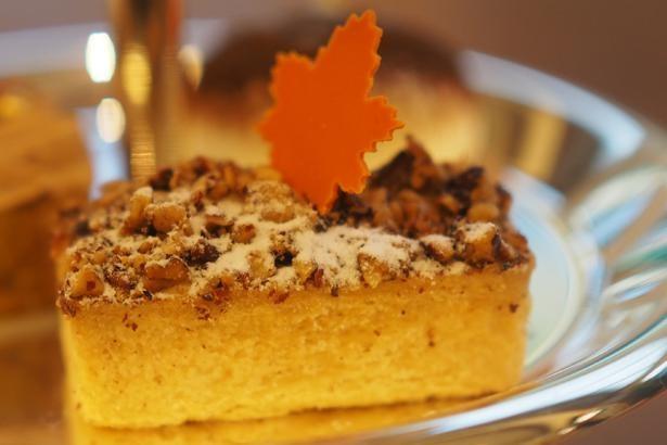 ローストしたピーカンナッツにヘーゼルナッツのクリームと、ナッツ好きにはたまらないピーカンナッツタルト