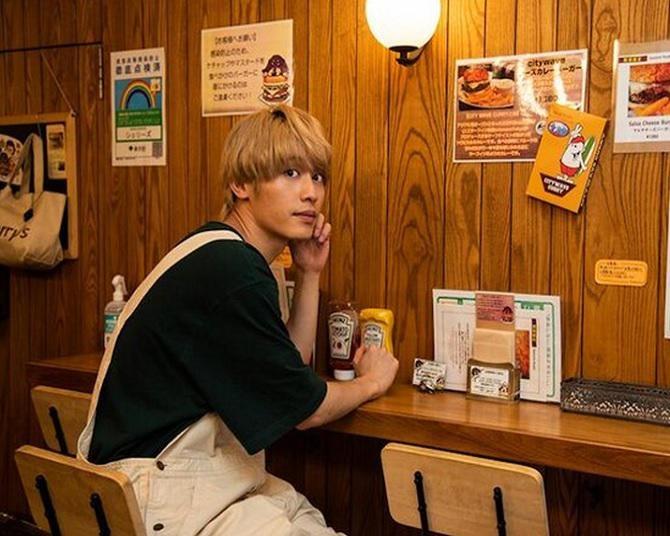小林亮太がシェリーズバーガーカフェの看板メニューを紹介!鮮度にこだわったアレが絶品