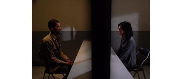 殺人事件の加害者と、被害者の恋人が禁断の恋に落ちる