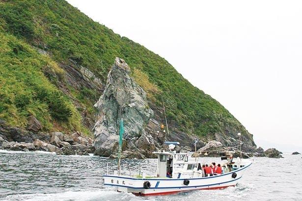 現役の漁船に乗ってのクルージングはここならではの体験。波に揺られながら、島の絶景を楽しもう/沼島おのころクルーズ