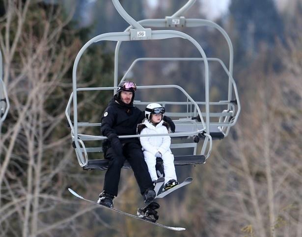 【写真を見る】先月はスノボ&スキーを楽しんだベッカム親子