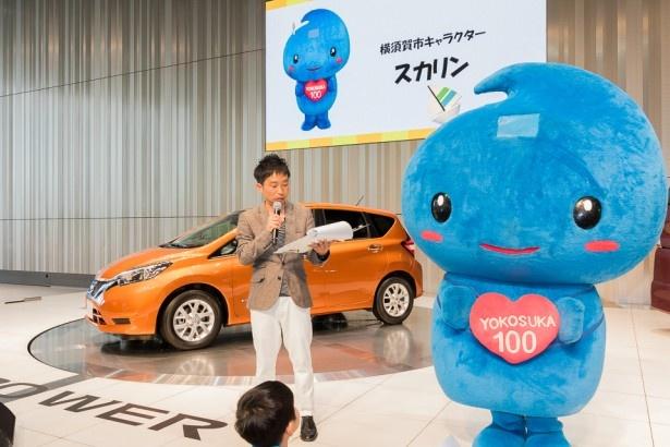 横須賀市キャラクターの「スカリン」。会場では子供たちの「なんで頭にヨットがあるの?」などの質問に笑顔で対応