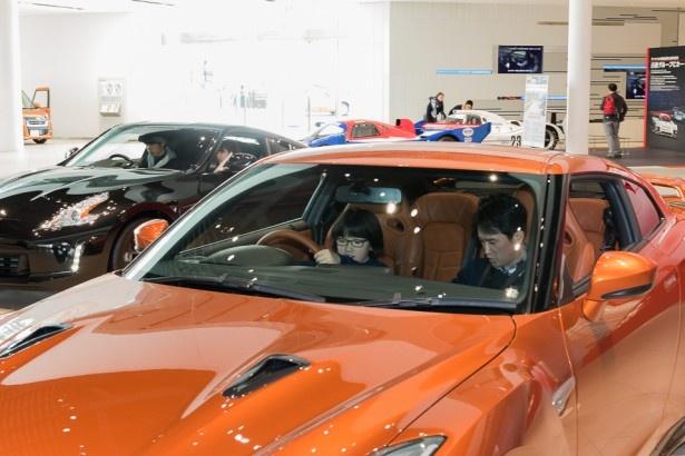 ギャラリーには最新の車はもちろん、レーシングカーやバリアフリーの車も