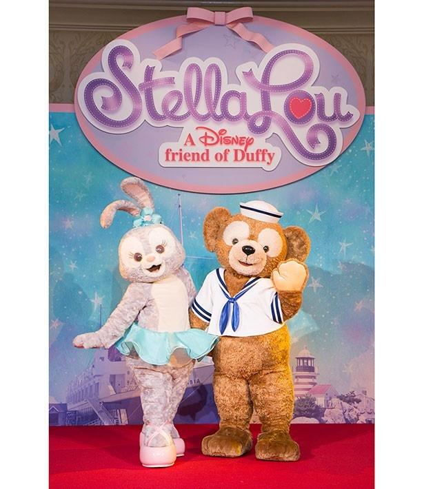 「ダッフィー&フレンズ・ハッピーファンイベント」で初お披露目されたステラ・ルー。ダッフィーと仲良く登場