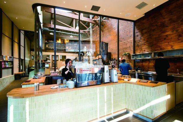 かつての木材倉庫をリノベーションした店内/ALLPRESS ESPRESSO TOKYO ROSTERY&CAFE