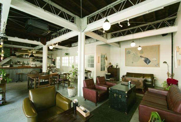 地元出身の女性店主が築50年のアパート兼倉庫を改装し、2014年6月にオープンした「fukadaso cafe」