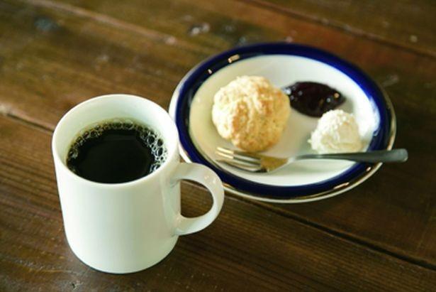 おすすめの組み合わせ「コーヒー」(450円)と「スコーン」(300円)/fukadaso cafe