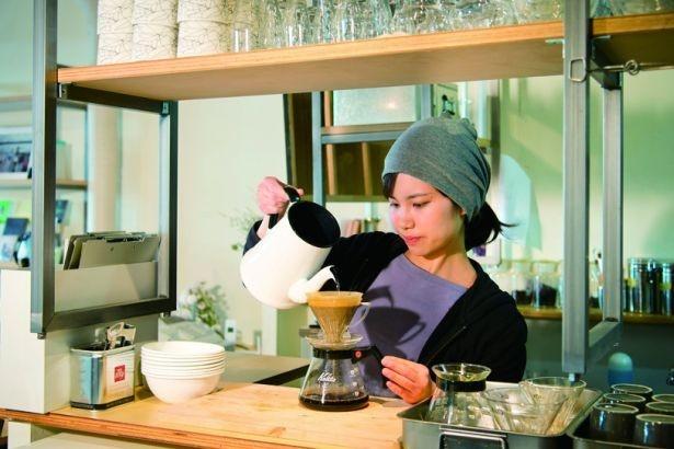 カフェでは三軒茶屋の名店「オブスキュラ」の豆を使用。ハンドドリップで抽出する「コーヒー」(500円)はクセがなく香りが良くて飲みやすい/gift_lab GARAGE