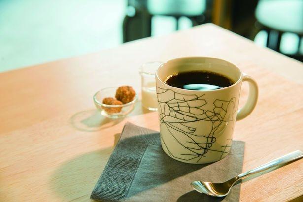 「コーヒー」(500円)は苦味の効いた深煎りとフルーティな浅煎りの2種類/gift_lab GARAGE