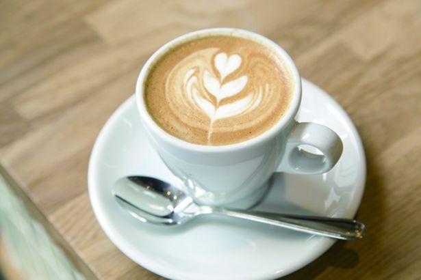 泡の少ないミルクがエスプレッソとマイルドに交わる「フラットホワイト」(430円)/ALLPRESS ESPRESSO TOKYO ROSTERY&CAFE