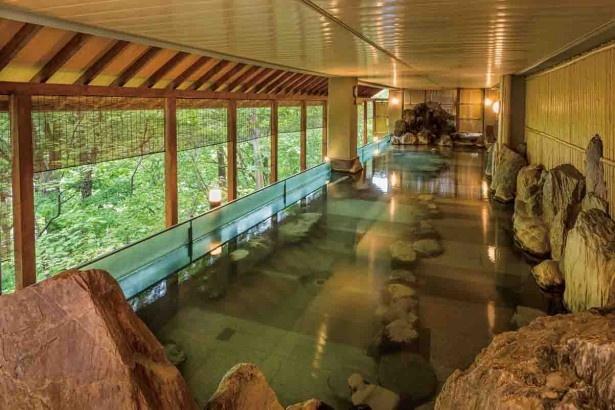 定山渓ビューホテル/すぐ目の前まで森が迫る心地よい露天風呂
