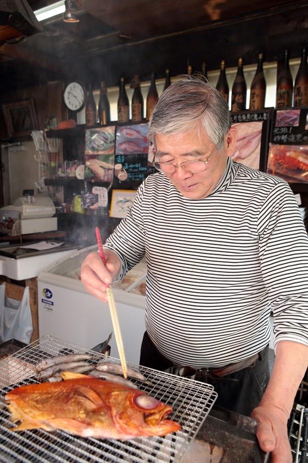 下田市では、名人が炙った絶品の干物が食べられる