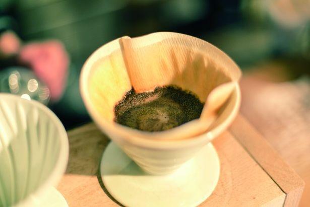 酸味、雑味のない一杯になるよう、あえて最後の一滴を落とさずに淹れる/BLACK BRICK PLANTS GENERAL STORE
