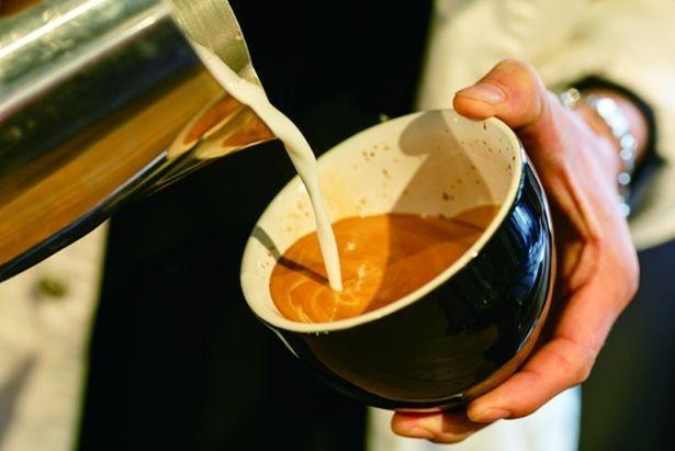 豆の香ばしさとミルクのコクがじんわり広がる「Latte」(550円)/HAUNT COFFEE STAND