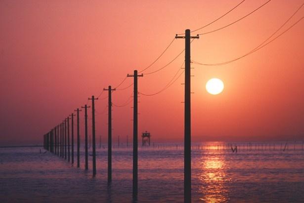 赤く染まる海に現れる奇観「江川海岸」