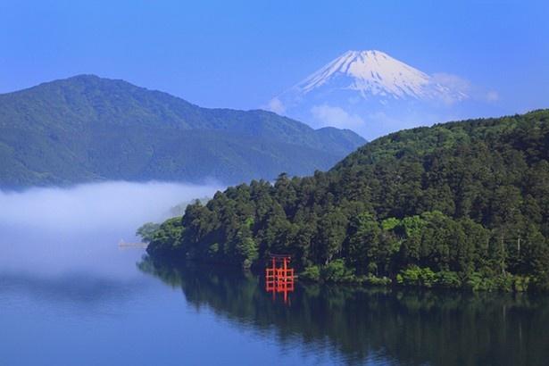 箱根の神が住む湖と富士山「芦ノ湖」