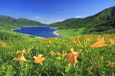 群馬・長野・新潟の県境に位置し、標高2000m級の山々に囲まれた湖「野反湖(のぞりこ)」
