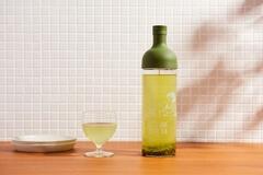 写真のように緑茶を入れるのに最適なカラー。ライムときゅうりなど、グリーン系カラーのデトックスウォーターとも相性良し