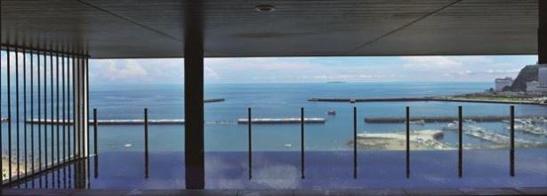 きらめく水平線を眺めながら、ほっこり温泉!HOTEL MICURASから望んだ海