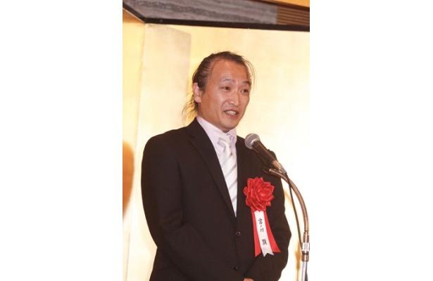 宮ノ川顕(みやのがわ・けん)氏(写真)は、'62年福島県生まれ。大学卒業後、会社員を経て自営業に従事している
