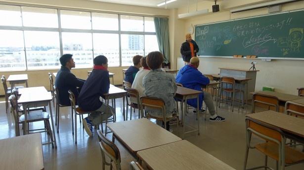 本番組は日本中の高校を訪問して学生たちを応援する青春バラエティー